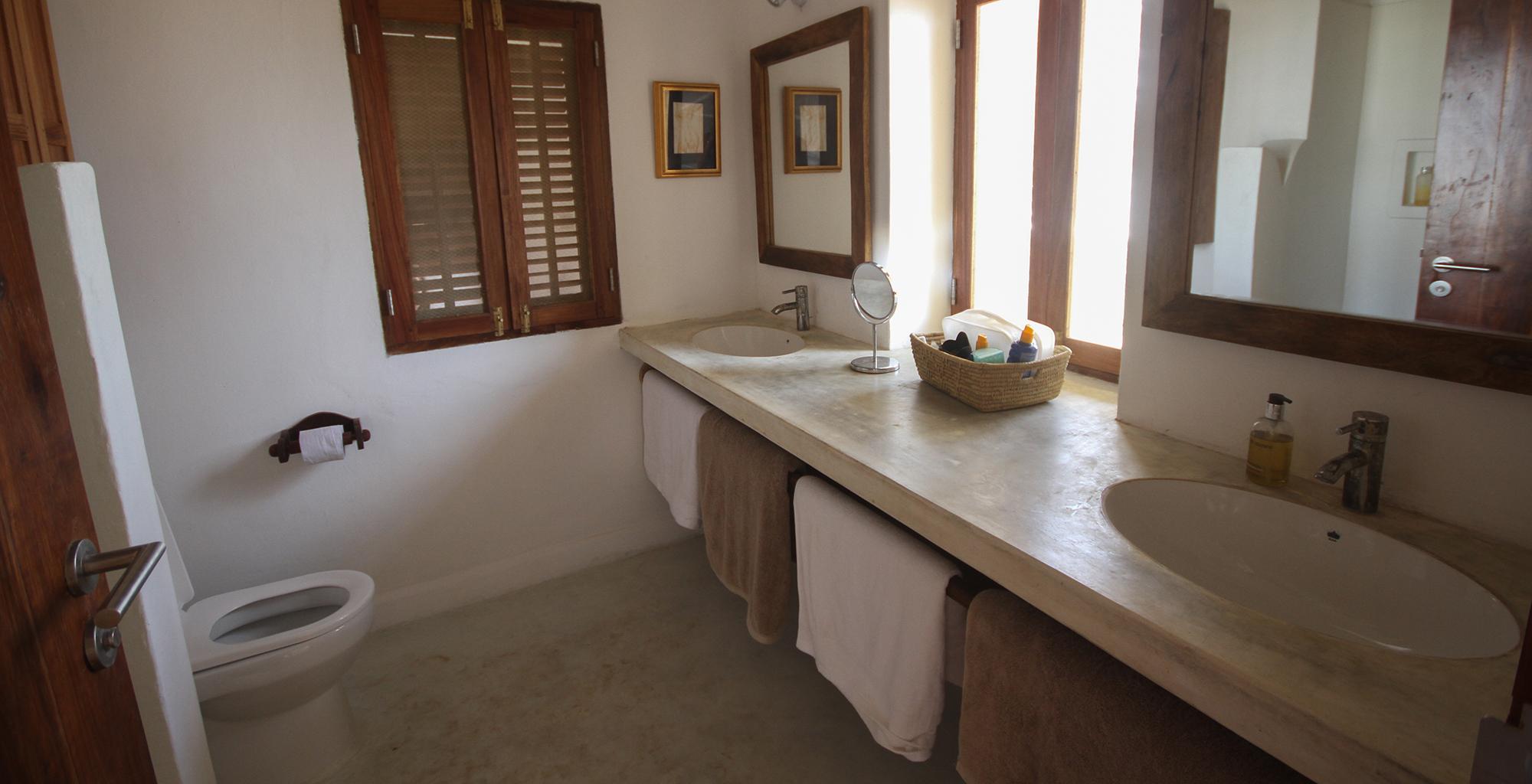 Tanzania-Dar-House-Bathroom