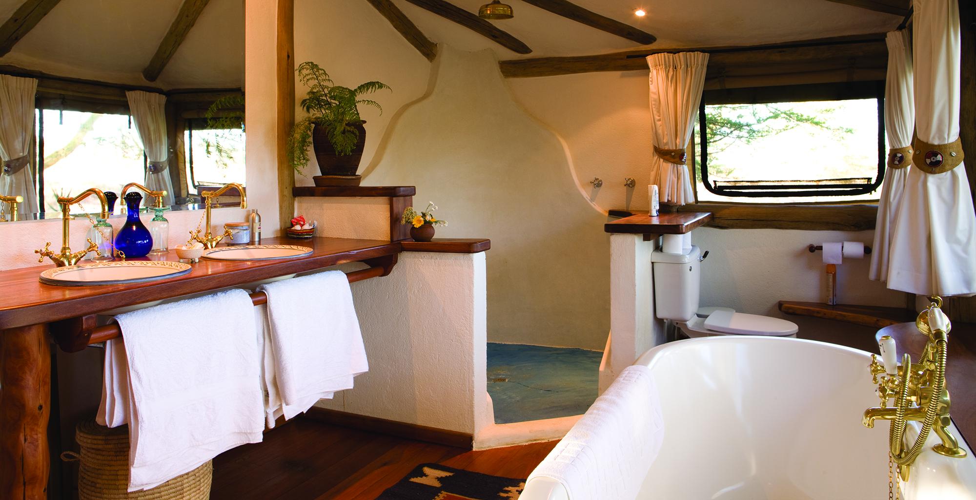 Kenya-Sirikoi-Willies-Camp-Bathroom