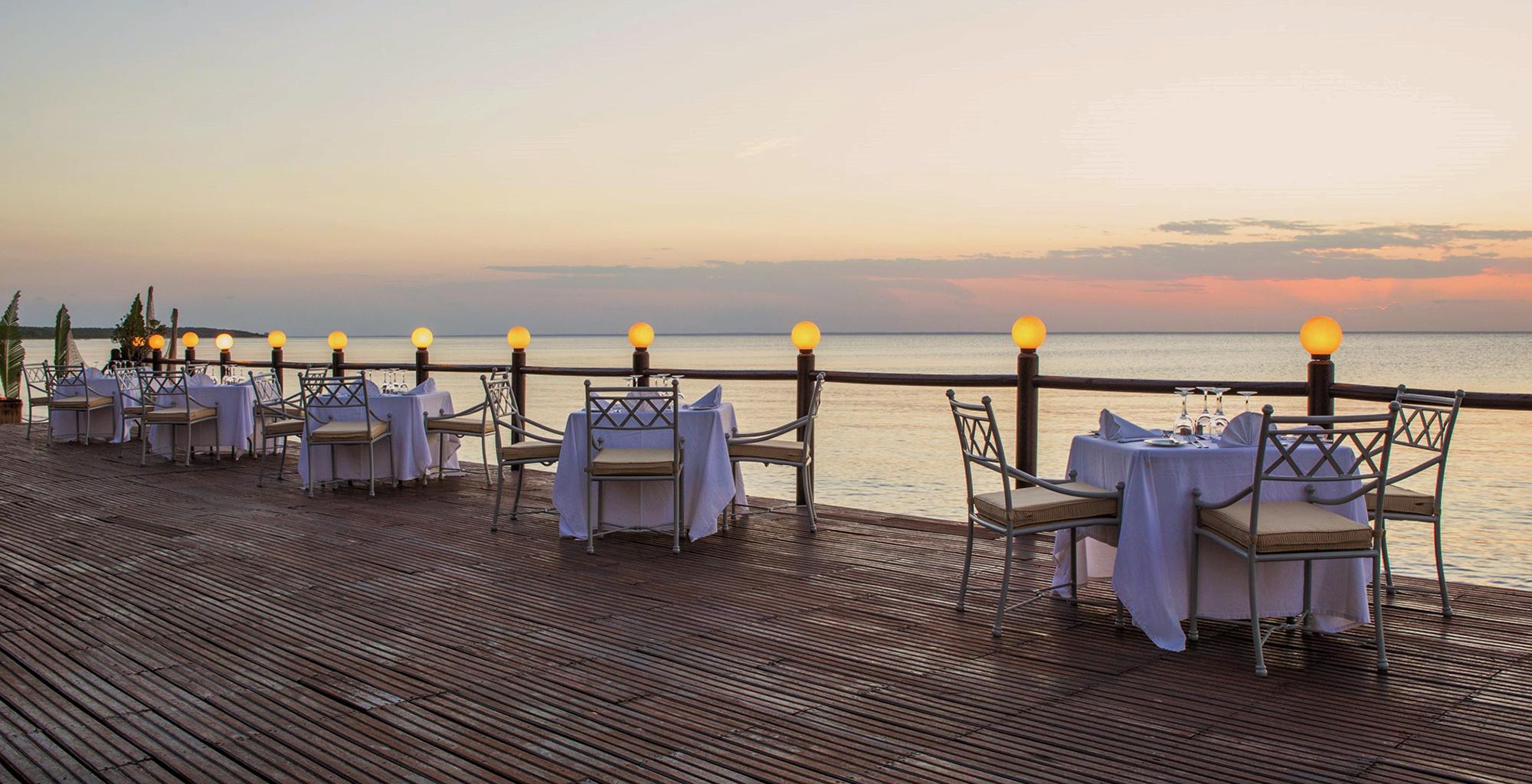 Mozambique-Bazaruto-Archipelago-Anantara-Deck-Dining