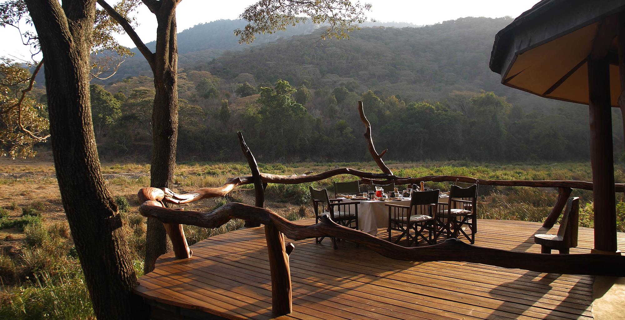 Kenya-Kitich-Camp-Deck-Dining