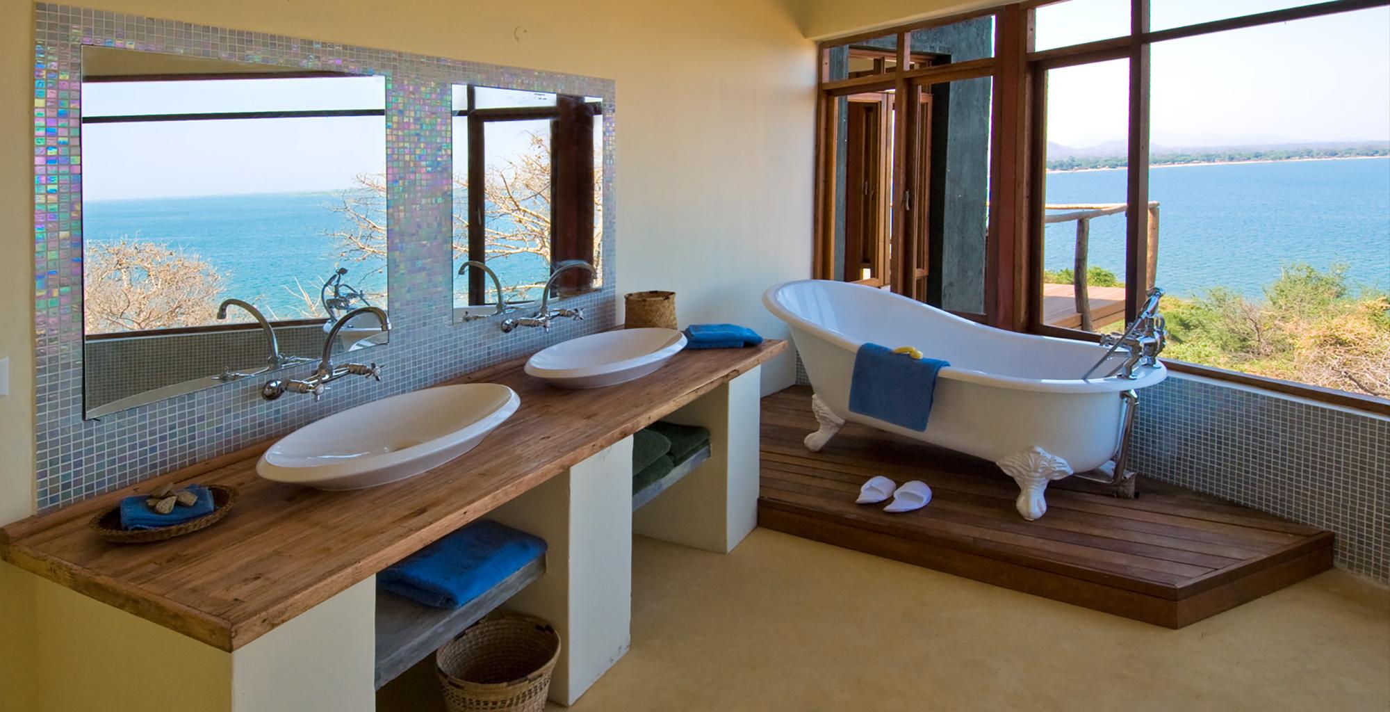 Lake-Malawi-Pumulani-Beach-Lodge-Bathroom