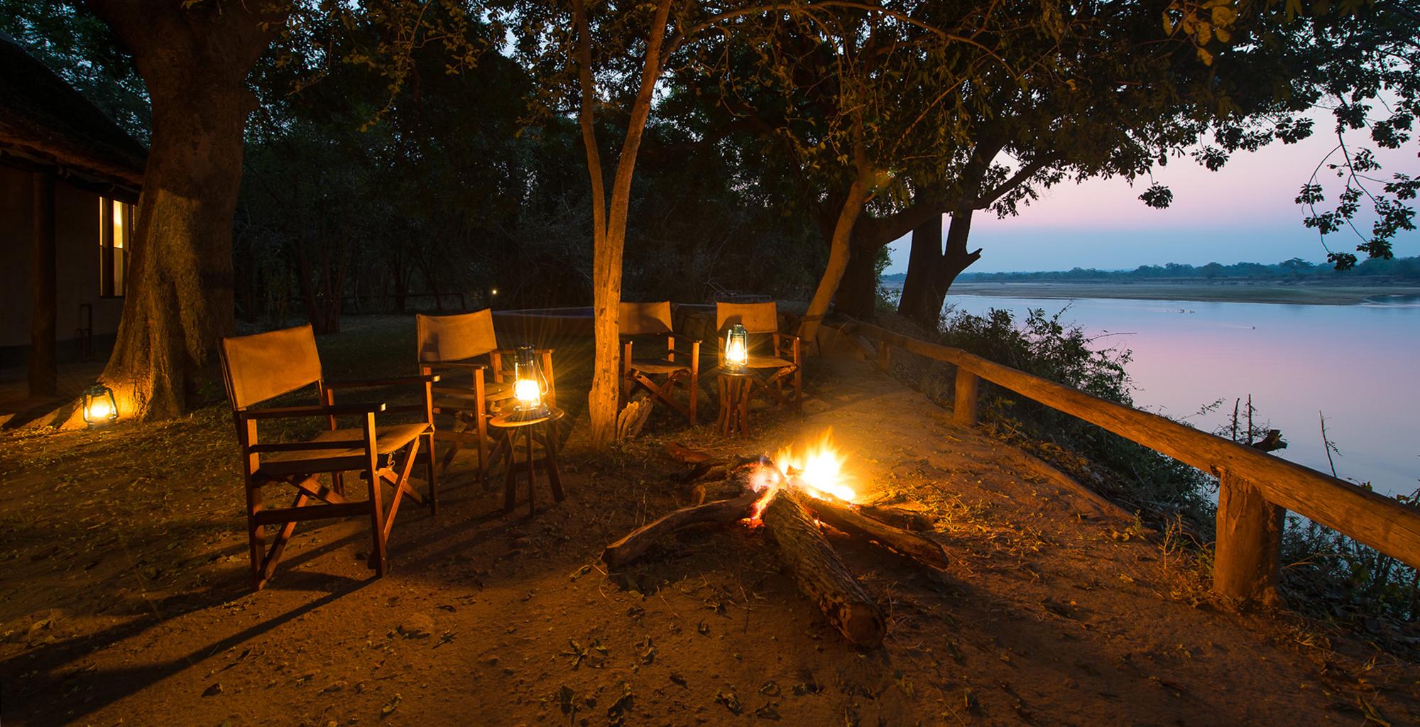 Zambia-Robins-House-Riverside-Campfire