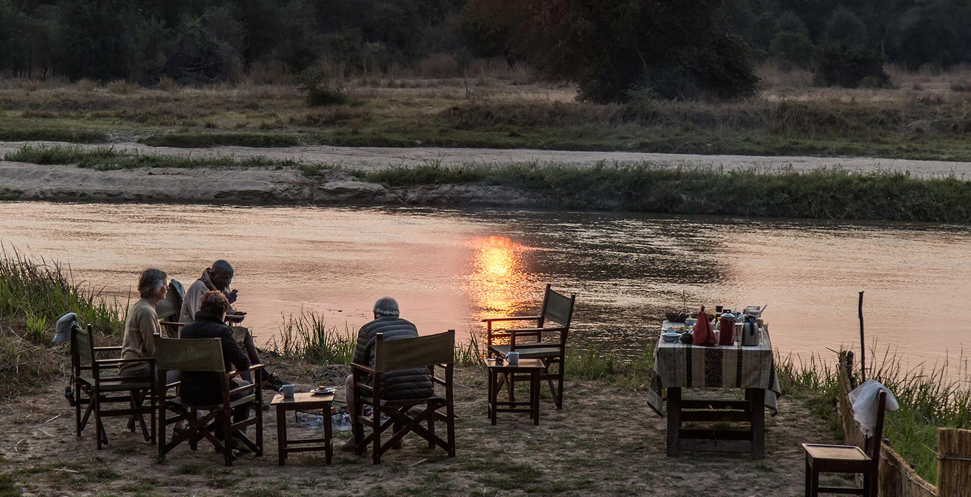 Zambia-Mwaleshi-Camp-Riverside-Sundowner