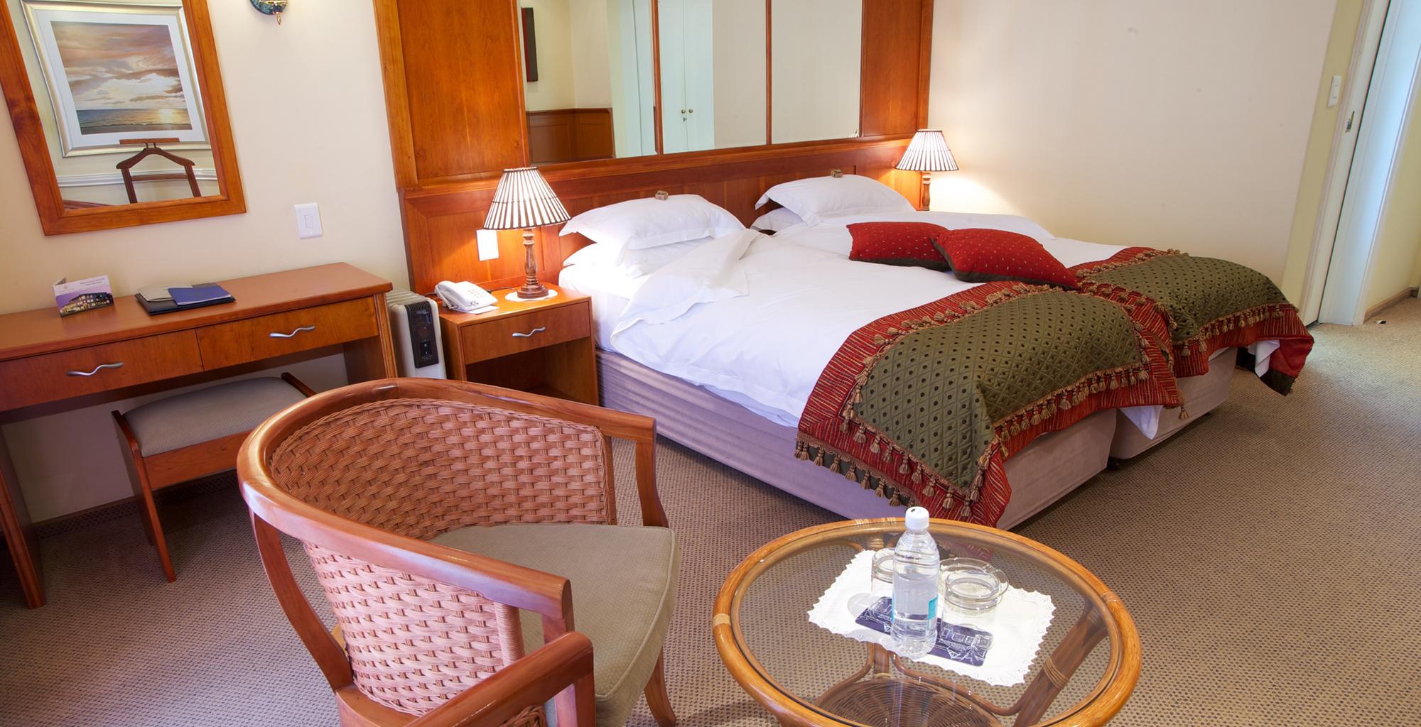 Namibia-Hansa-Hotel-Bedroom