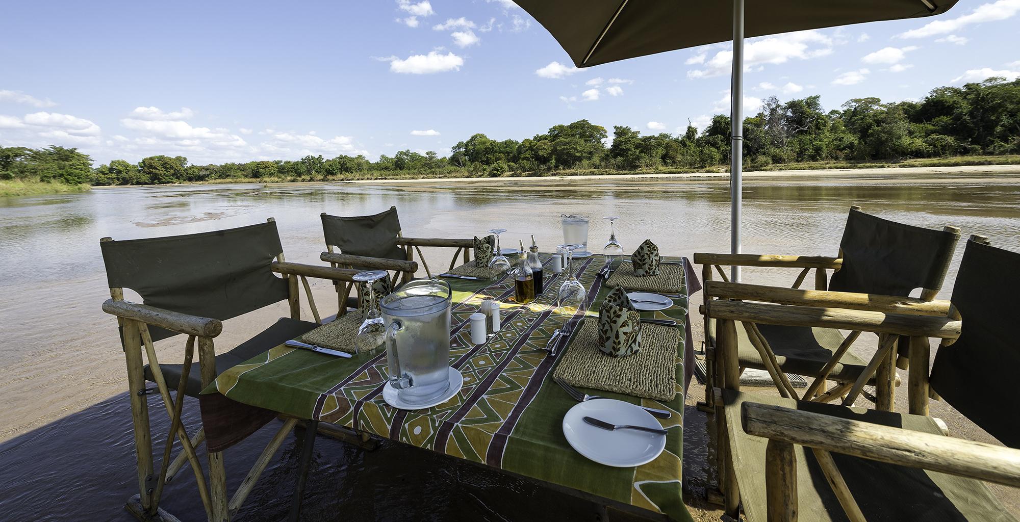 Zambia-Kapamba-River-Dining