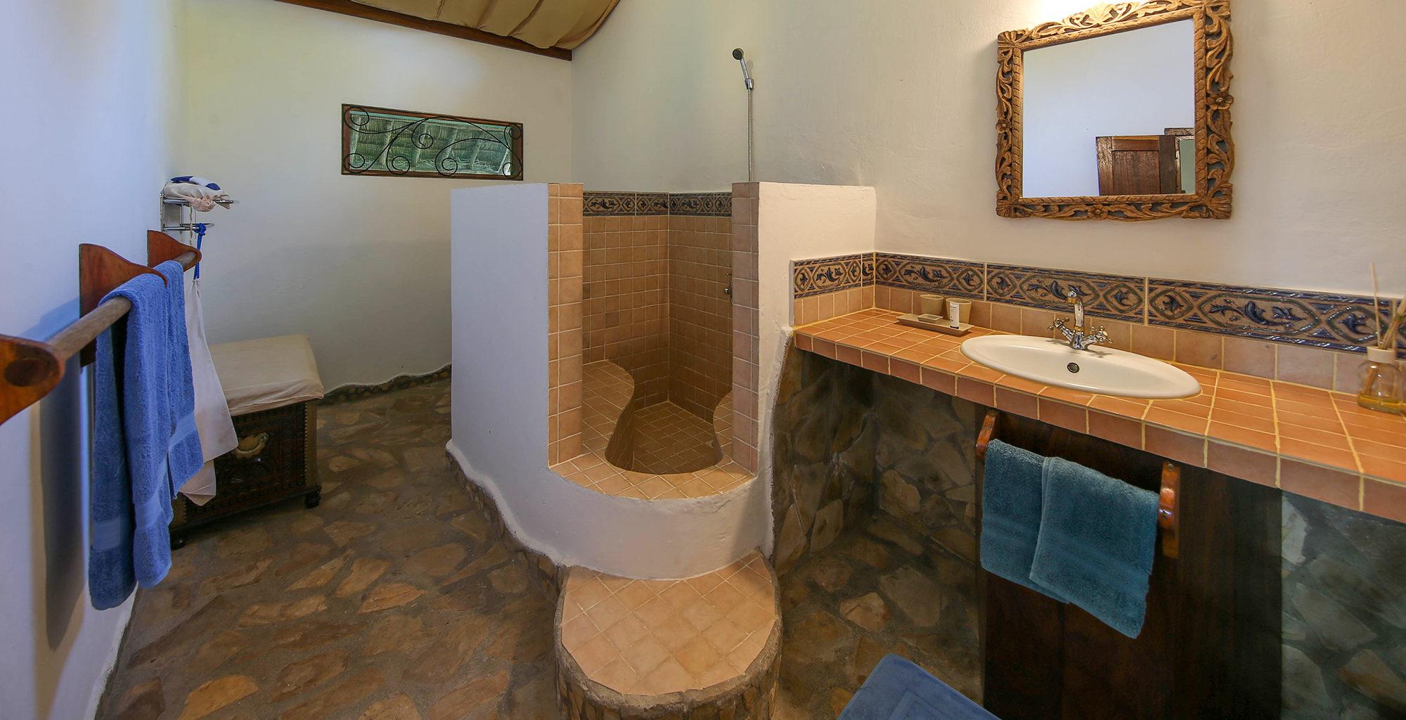 Tanzania-Kinasi-Mafia-Bathroom