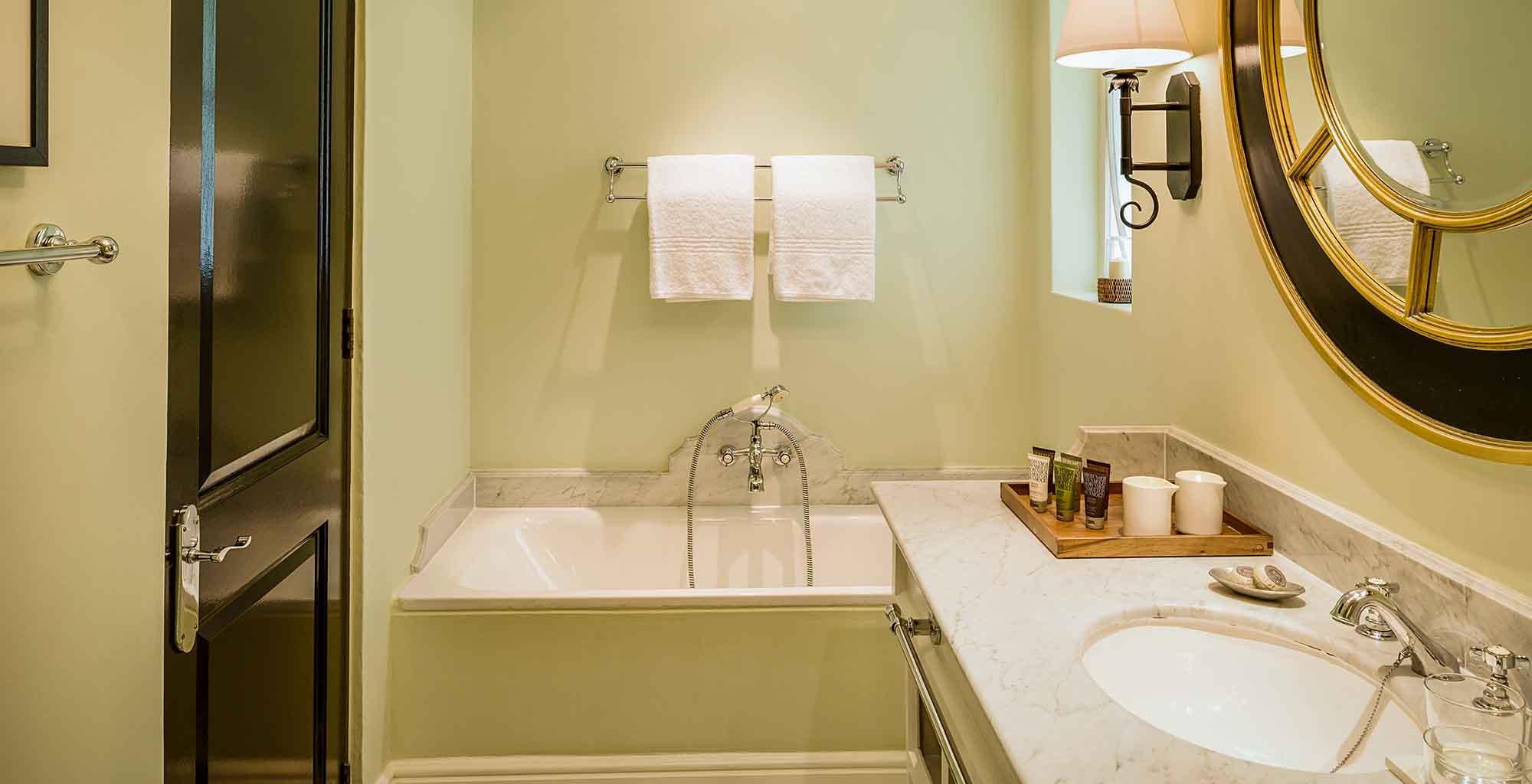Zamnia-Royal-Livingstone-Bathroom