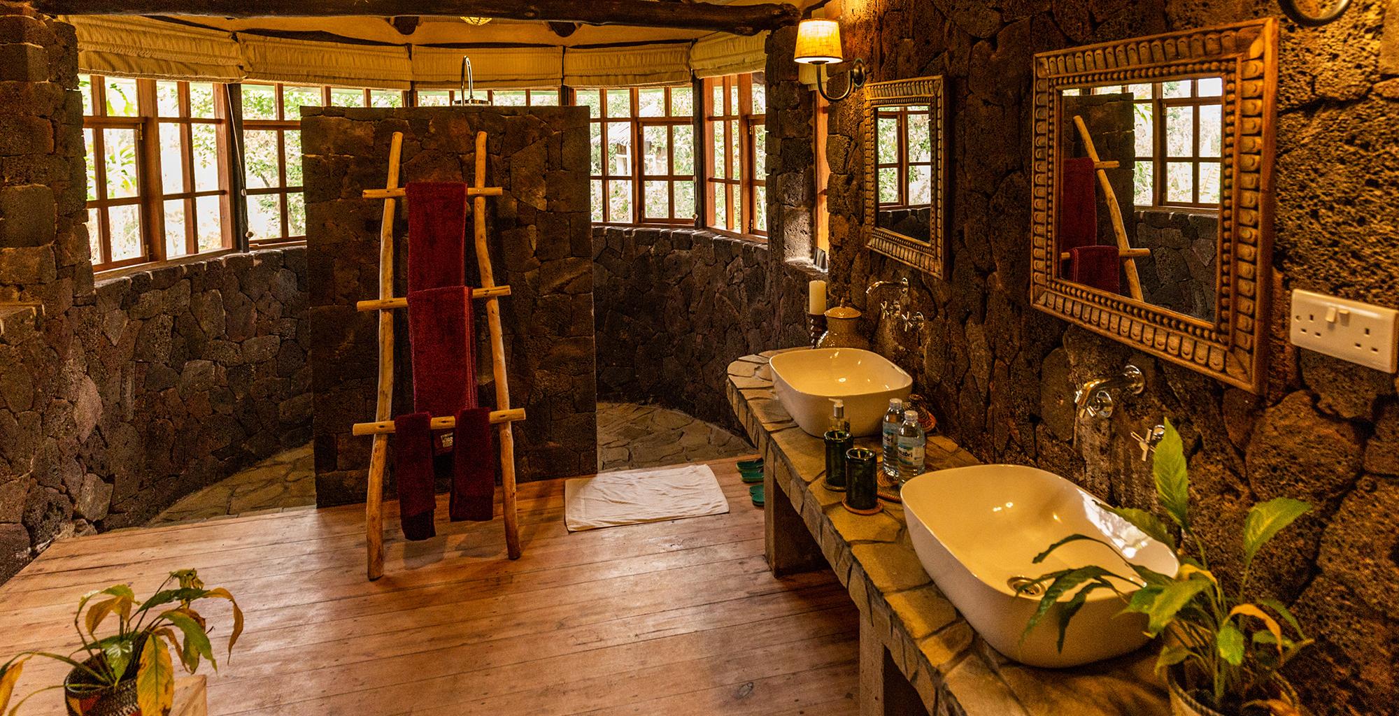 Uganda-Mount-Gahinga-Bathroom