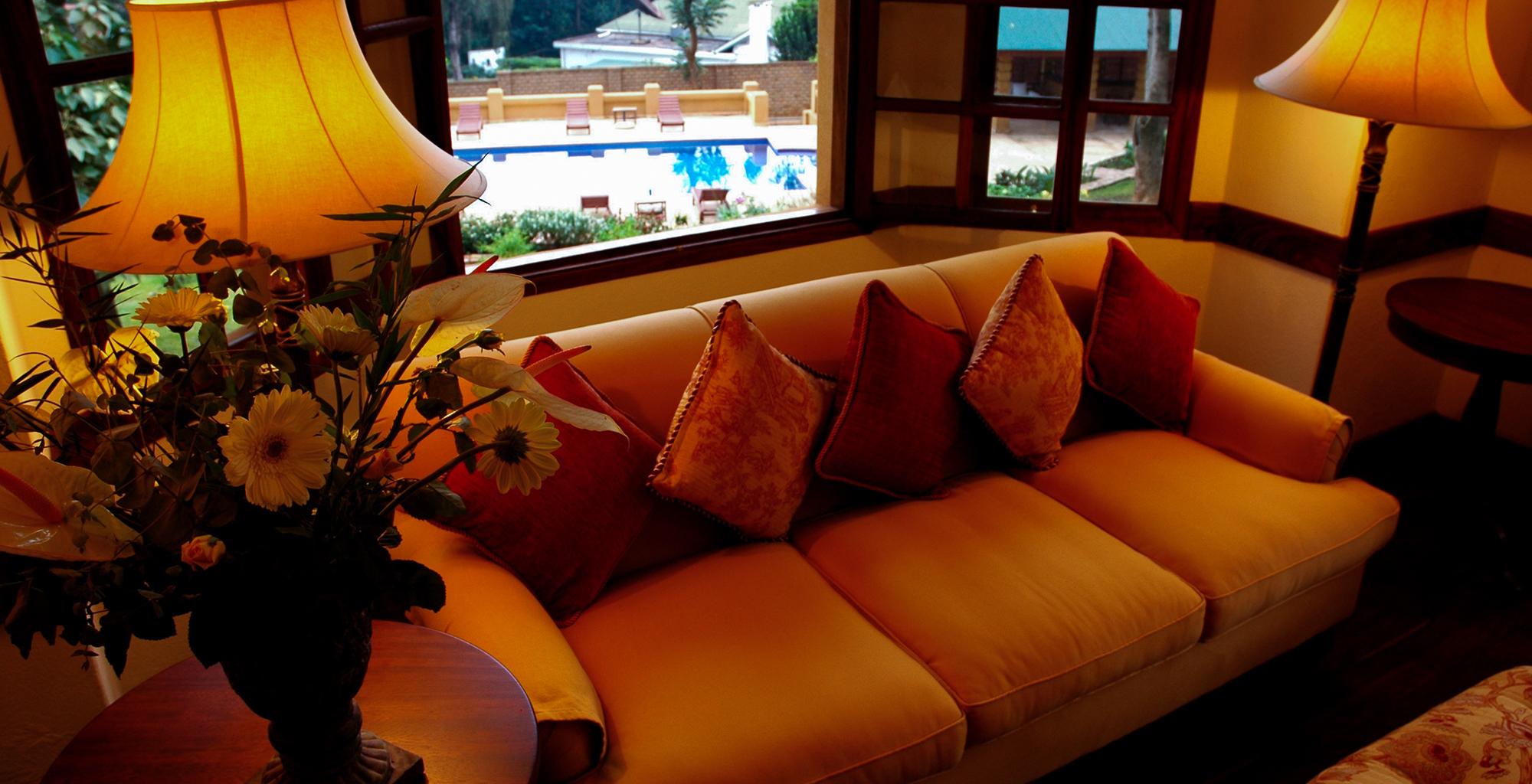 Uganda-Emin-Pasha-Pool-Lounge