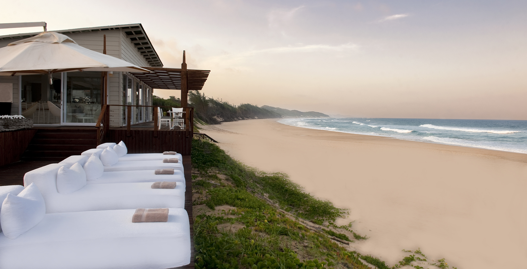 Mozambique-Maputo-Inhambane-White-Pearl-Resort-Beach-Lounger