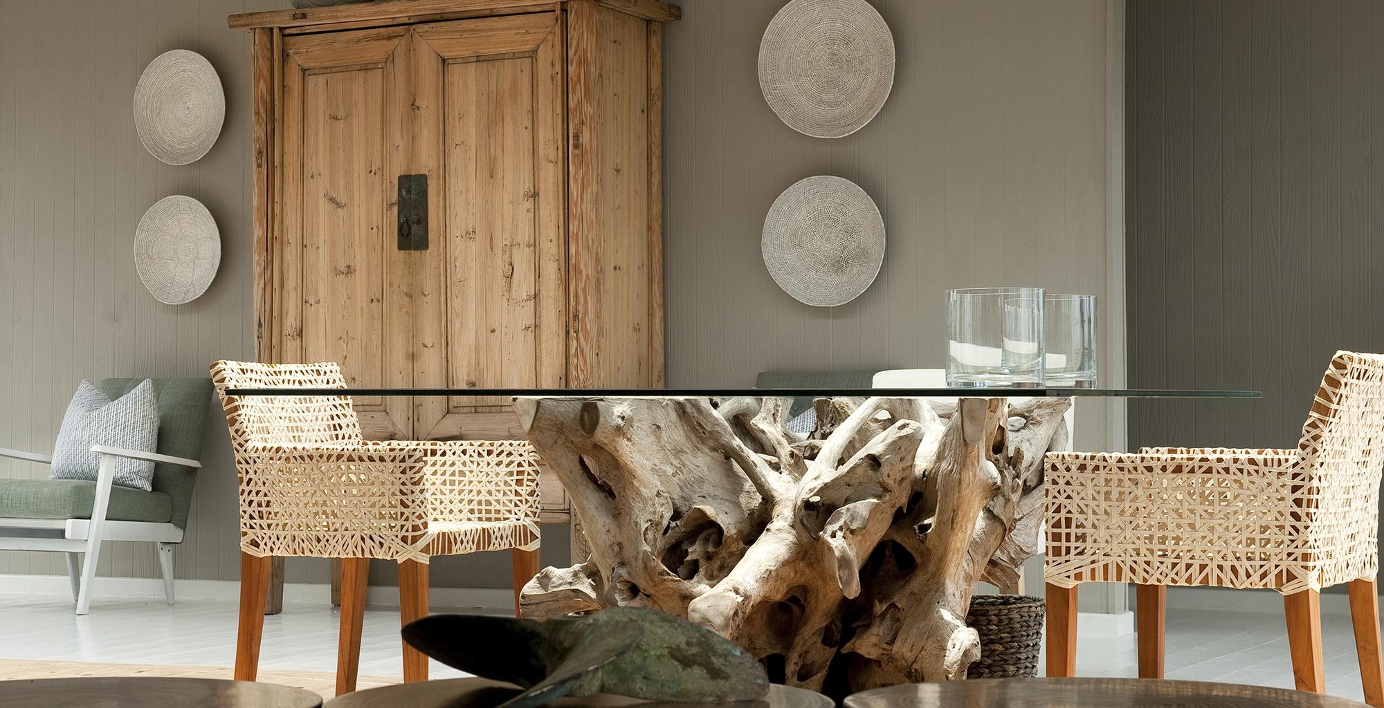 Mozambique-Maputo-Inhambane-White-Pearl-Resort-Indoor-Table