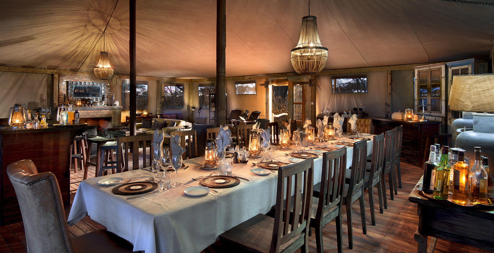 Zimbabwe-Somalisa-Expeditions-Dining
