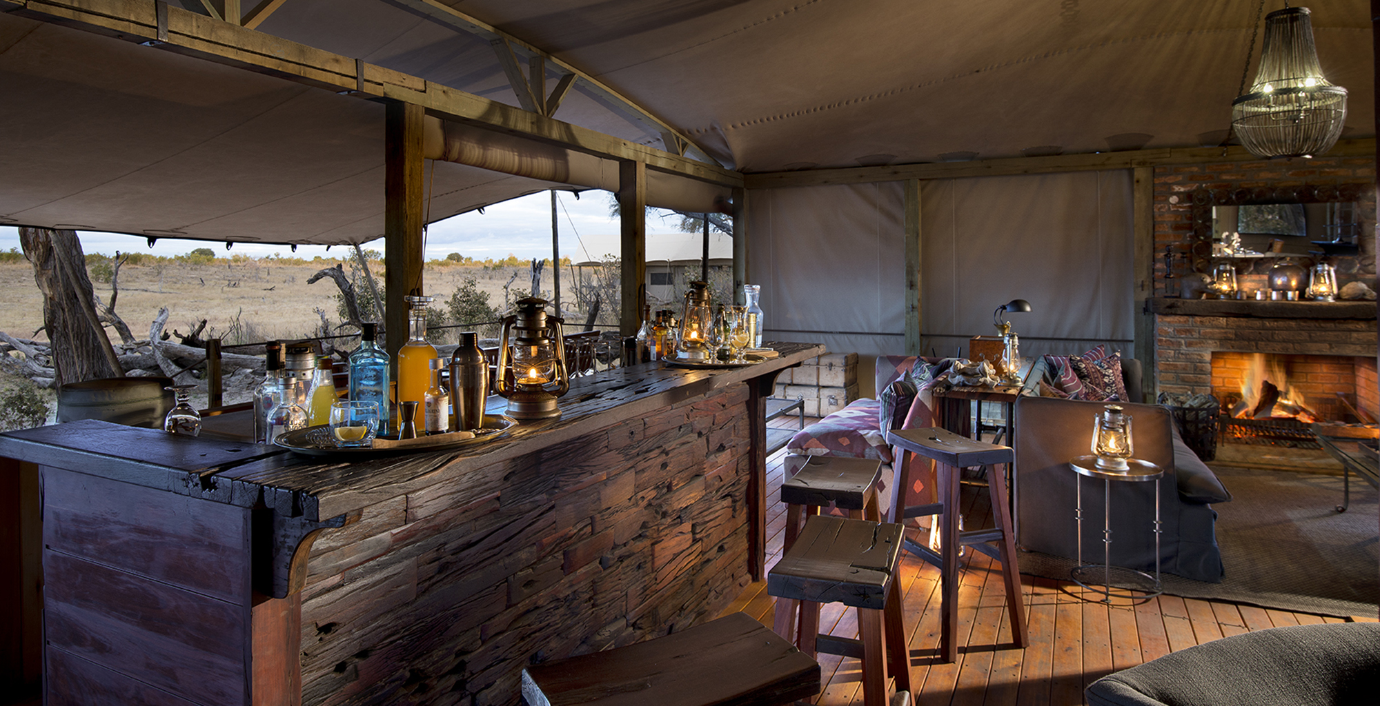 Zimbabwe-Somalisa-Expeditions-Bar