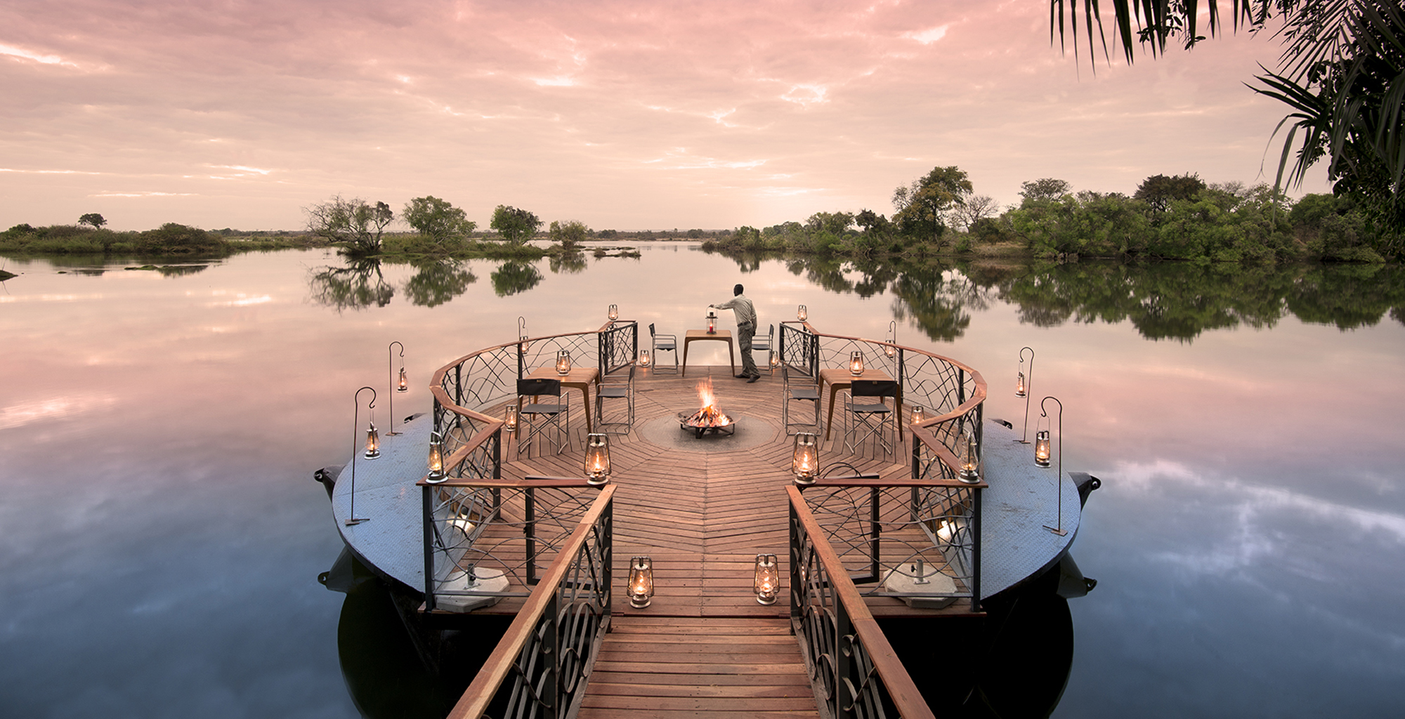 Zambia-Thorntree-River-Lodge-Deck