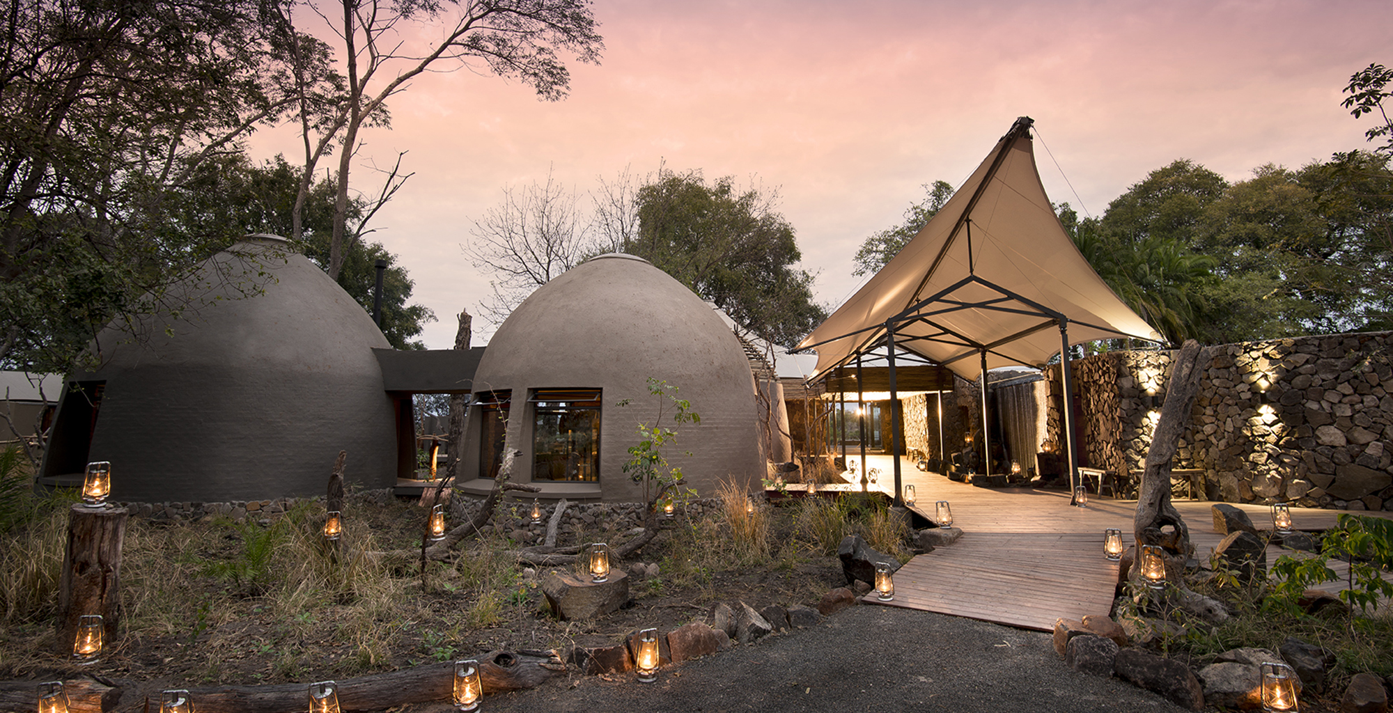 Zambia-Thorntree-River-Lodge-Exterior