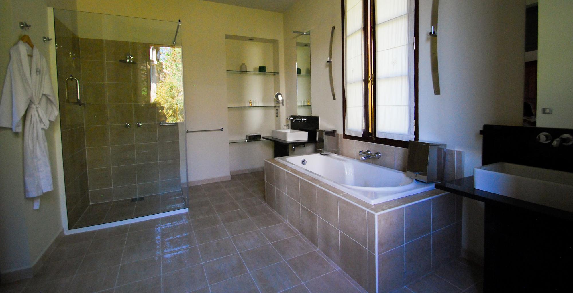 Madagascar-Maison-Gallieni-Bathroom
