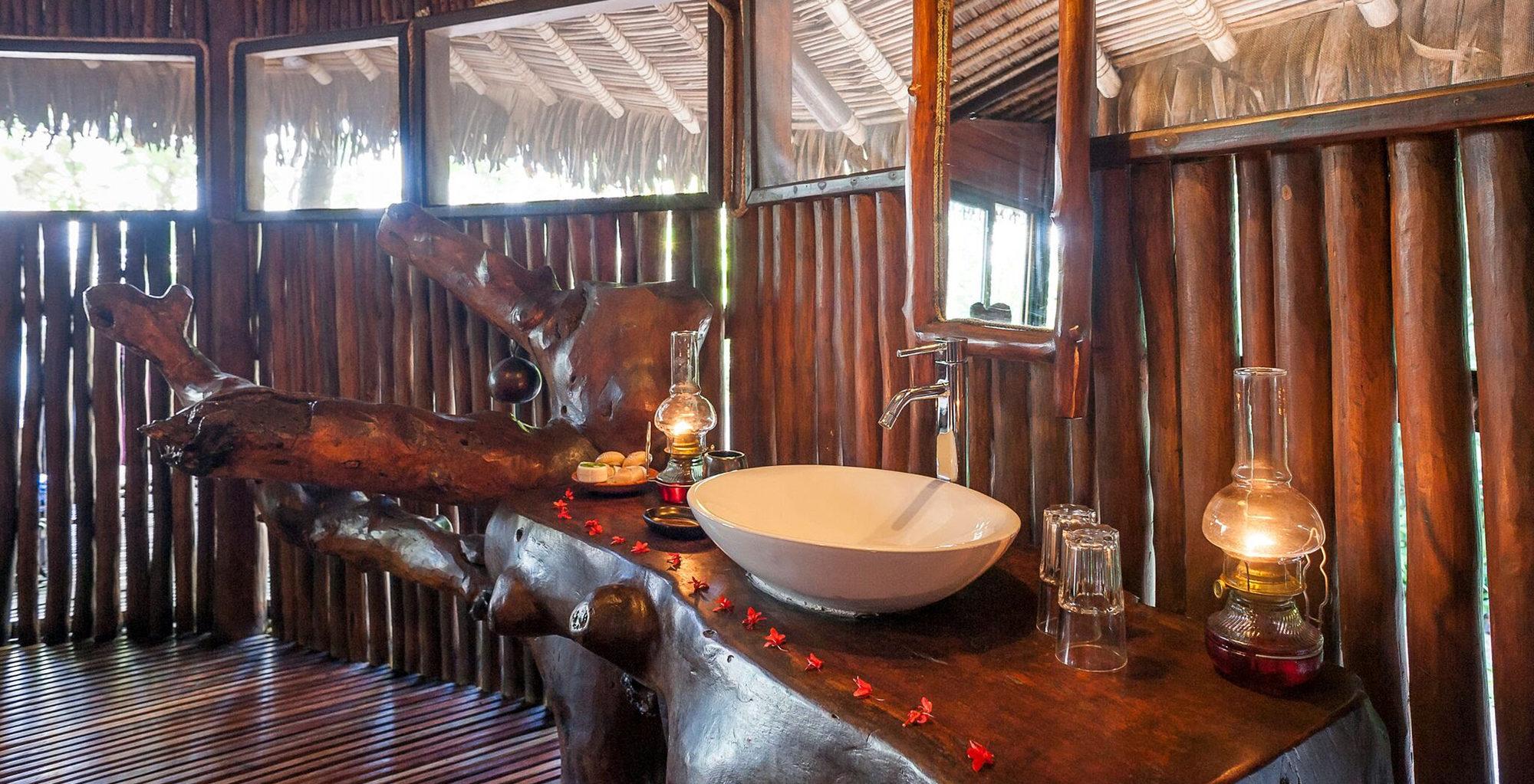 Madagascar-Manafiafy-Bathroom