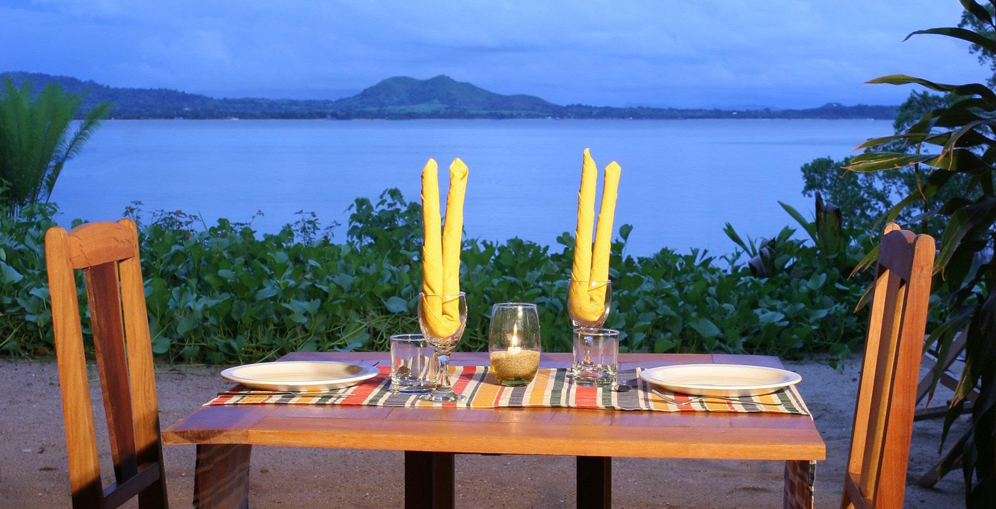 Madagascar-Sakatia-Deck-Dining
