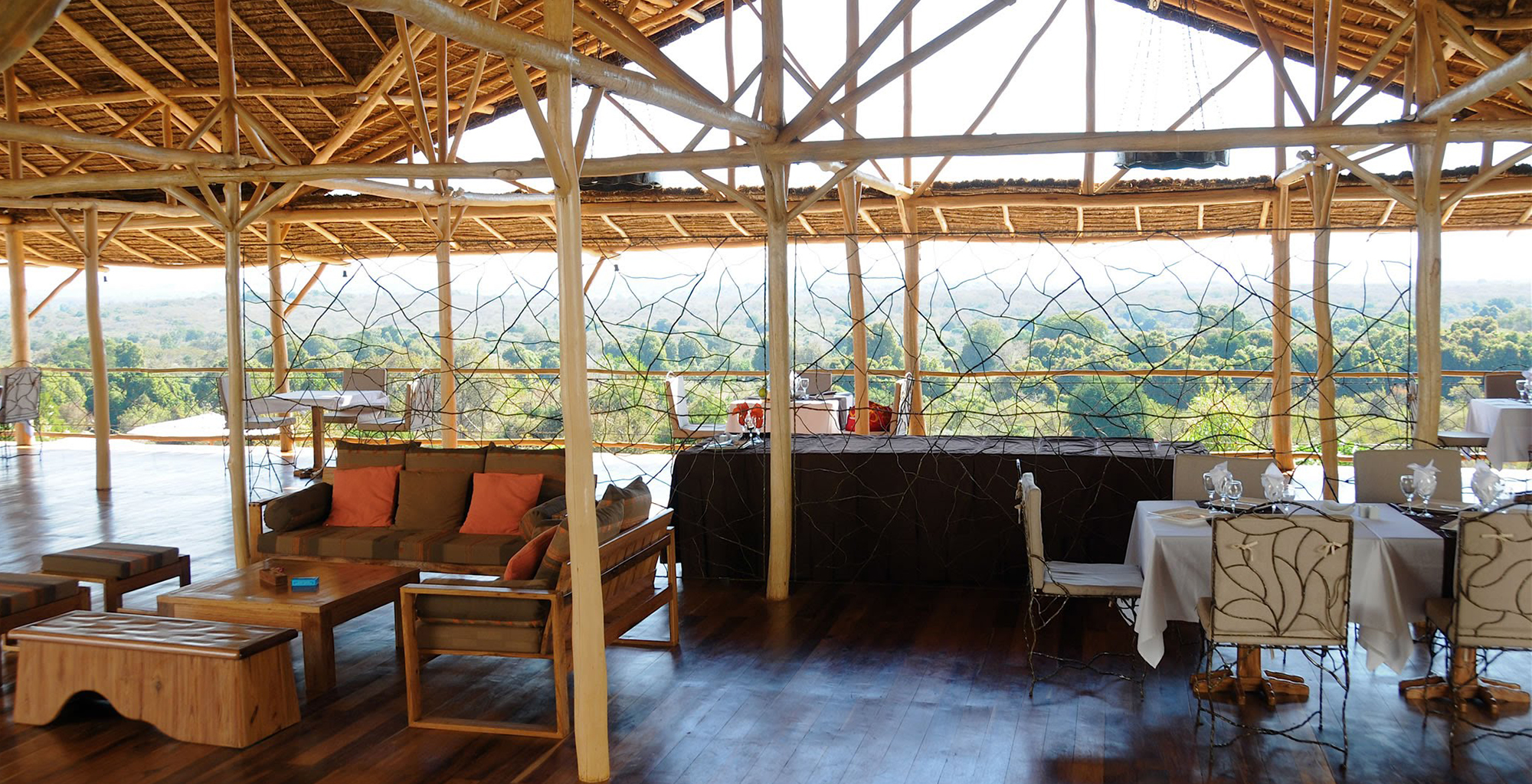 Madagascar-Soleil-des-Tsingy-Lounge-Dining