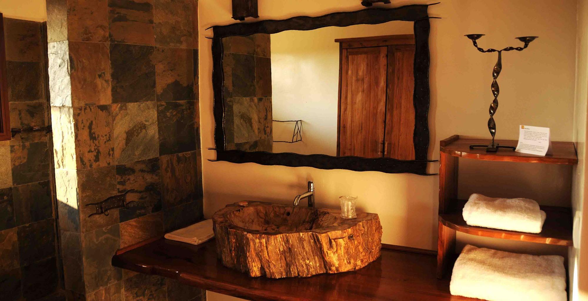 Madagascar-Soleil-des-Tsingy-Bathroom
