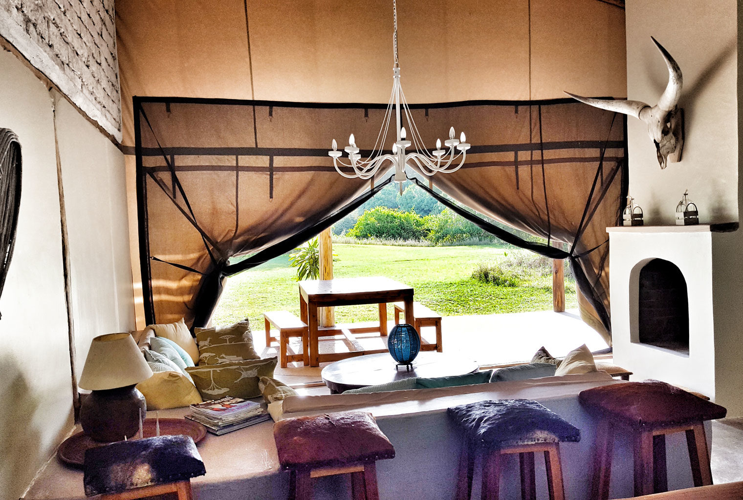 House-In-The-Wild-Lounge-Canvas-Kenya