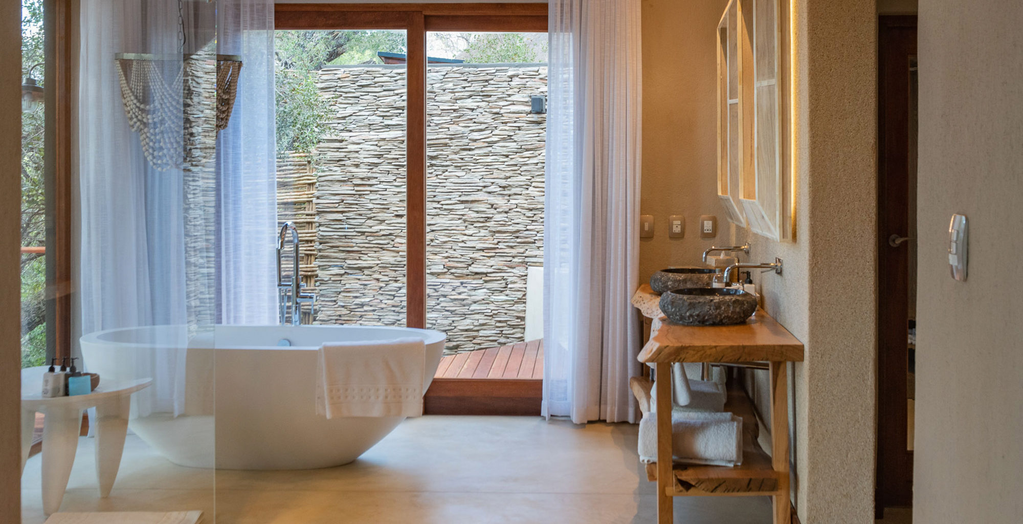 South-Africa-Dulini-River-Lodge-Bathroom