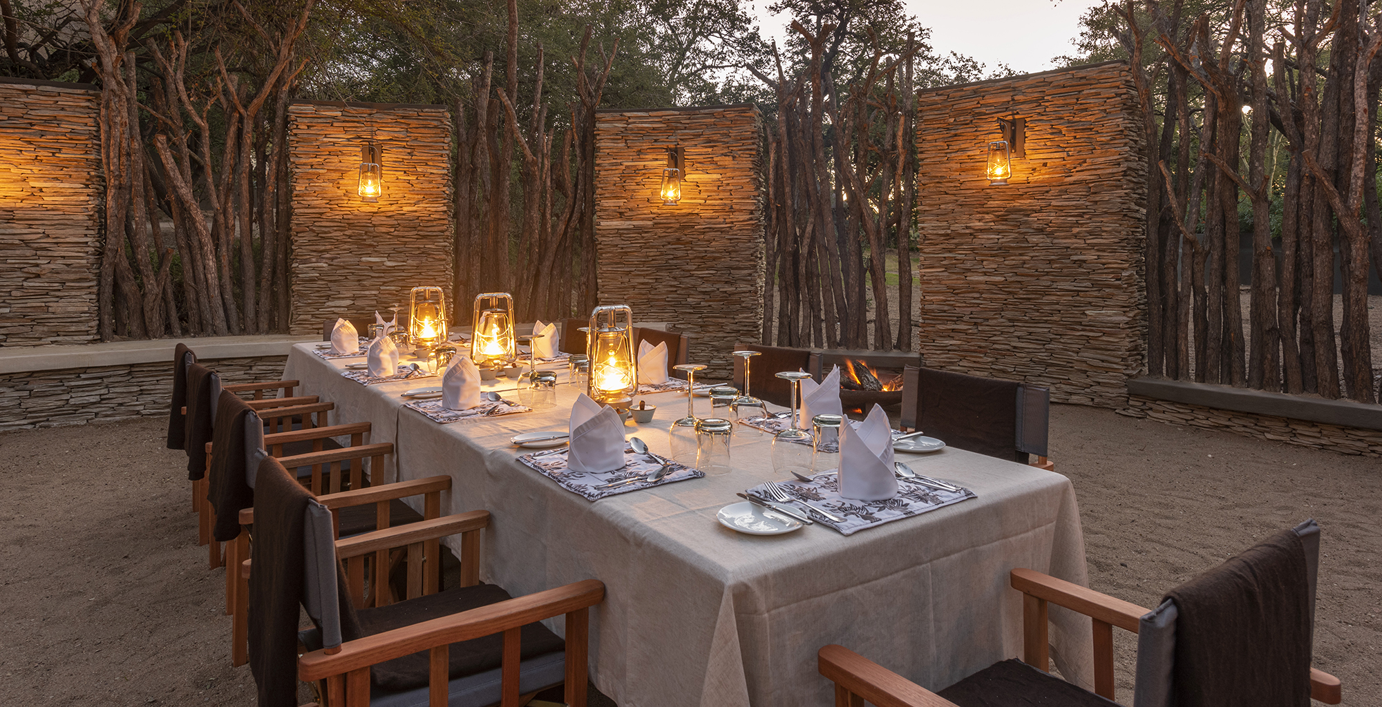 South-Africa-Dulini-River-Lodge-Outdoor-Dining