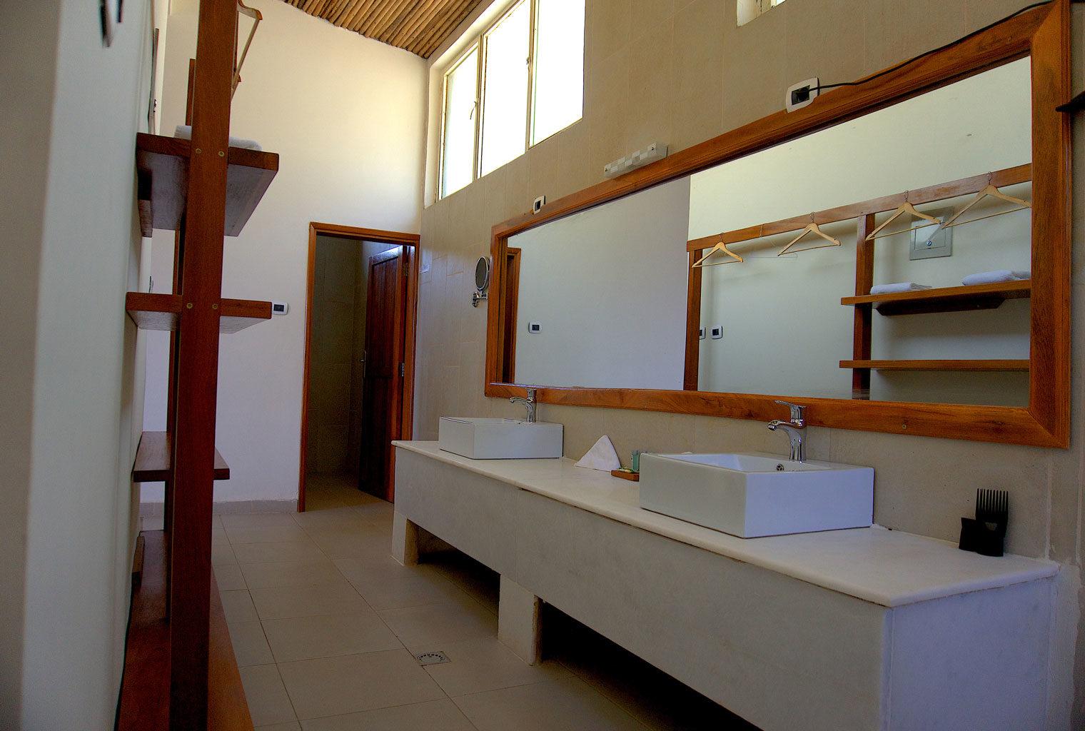 Mezena-Lodge-Lalibela-Ethiopia-Bathroom