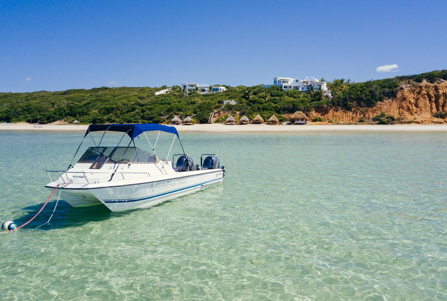 Santorini-Mozambique-Activities-Boat