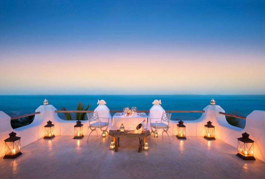 Santorini-Mozambique-Deck-Dining