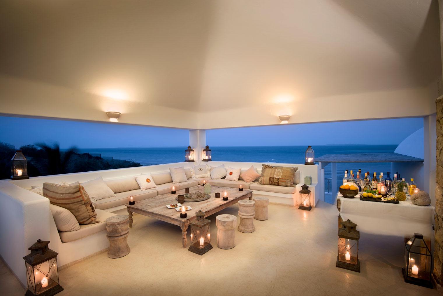 Santorini-Mozambique-Main-Area-Deck