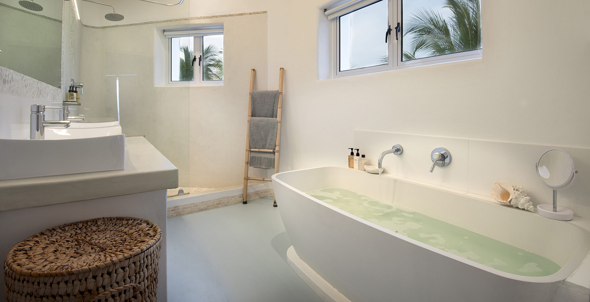 Mozambique-Santorini-Bathroom