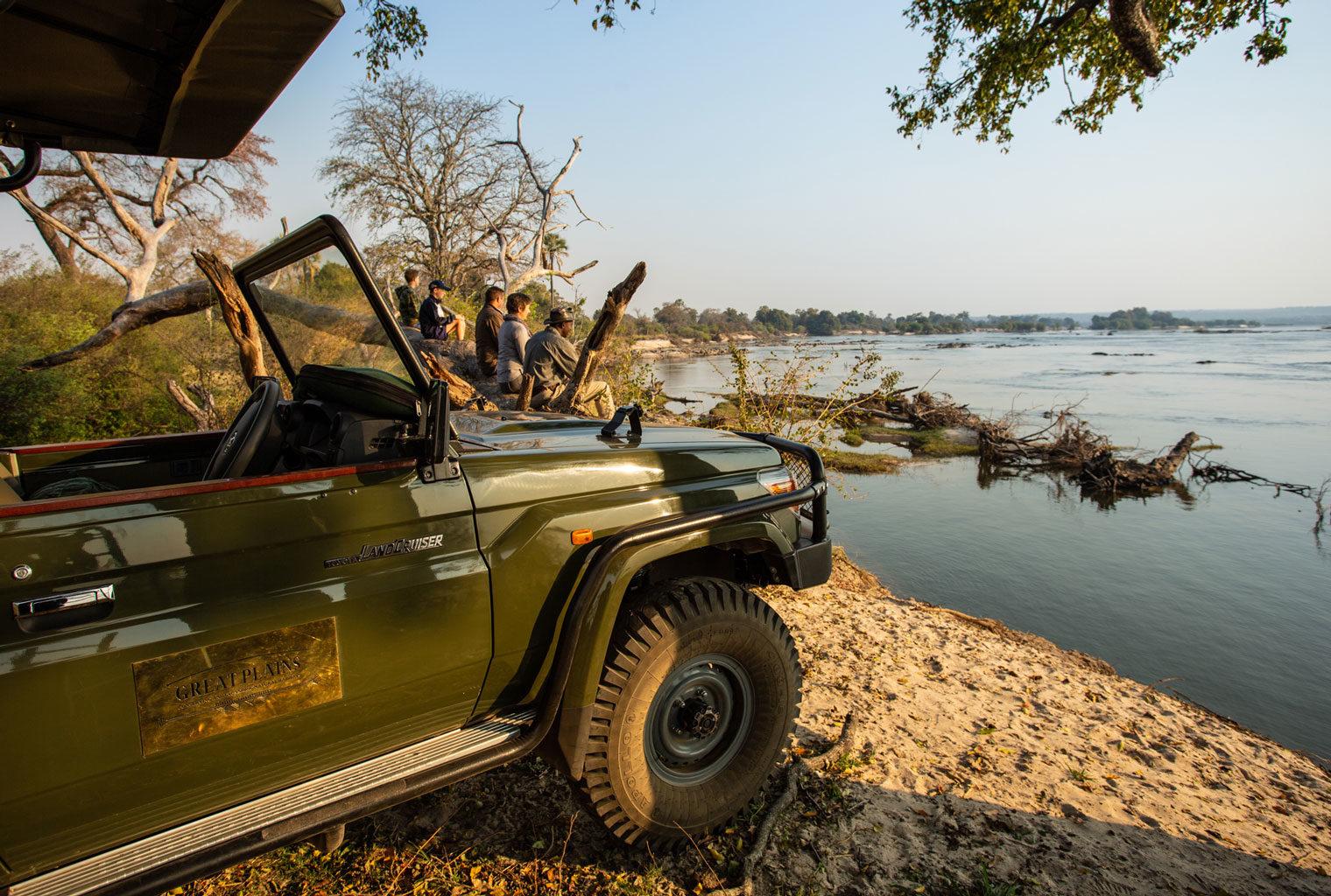 GPZimbabwe-MpalaJena-WildlifeZambeziRiverView