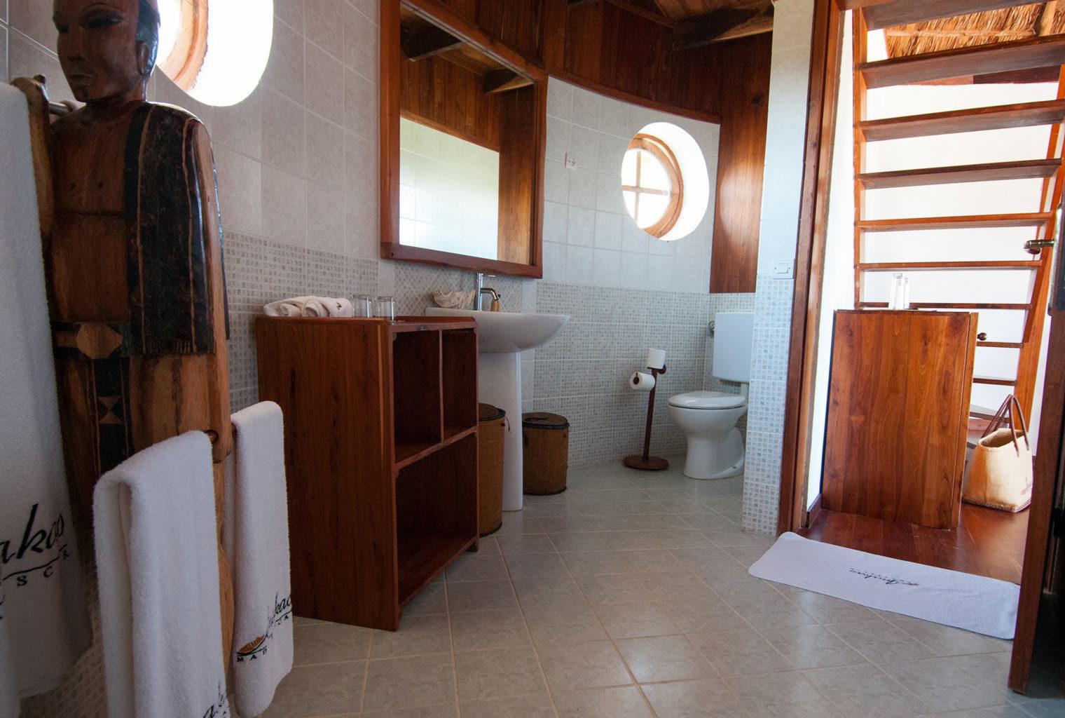 Anakao-Beach-Lodge-South-Madagascar-Bathroom