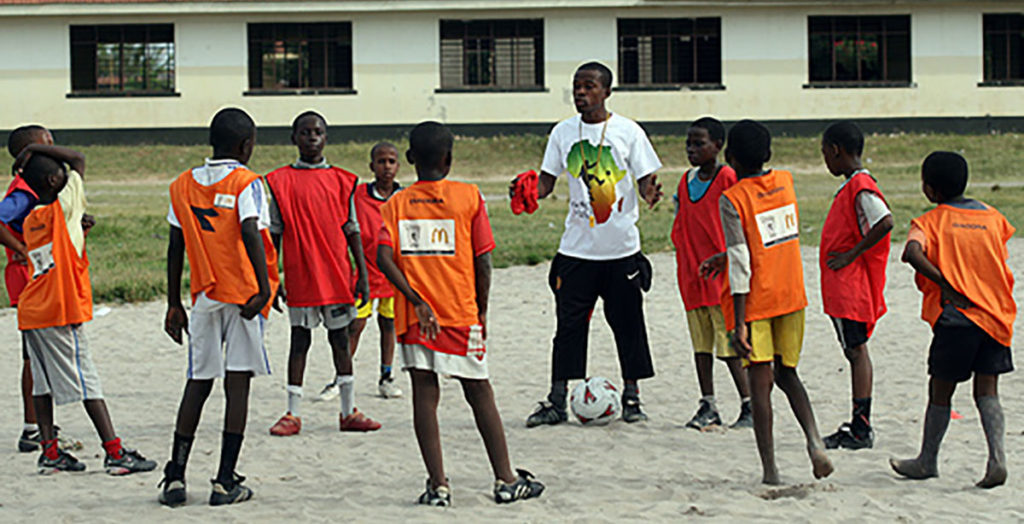coach-coaching tackle Africa