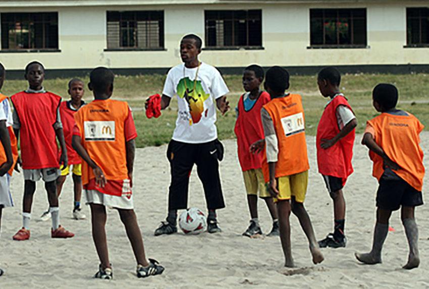 coach-coaching tackle Africa